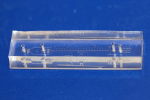 cancer-cell-separating-microfluidic device