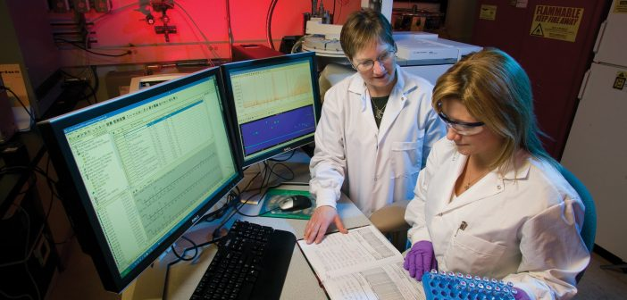 scientists-in-lab-at-computer